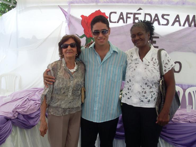 D. ELZA, ADRIANO E DOMINGAS