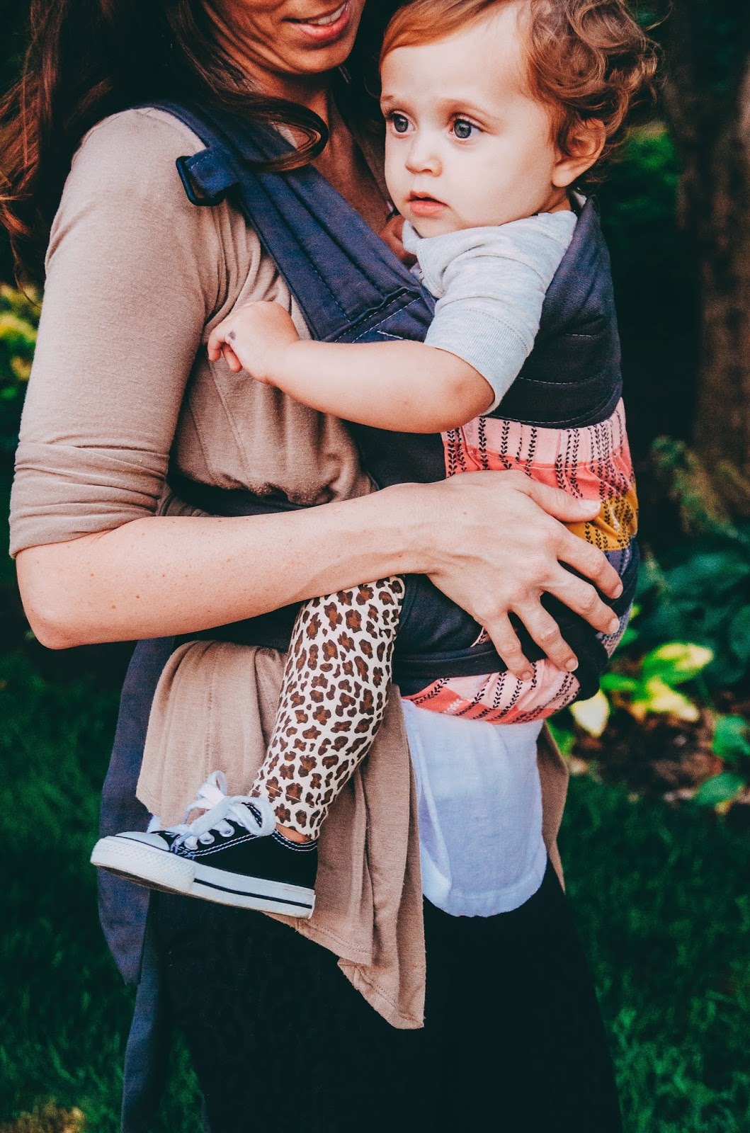 babywearing and natural parenting at indianapolis family session