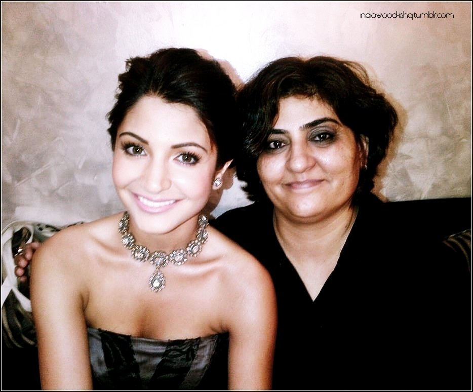 Anushka Sharma On The Sets with a Fan1 - Anushka Sharma With a Fan on the Sets