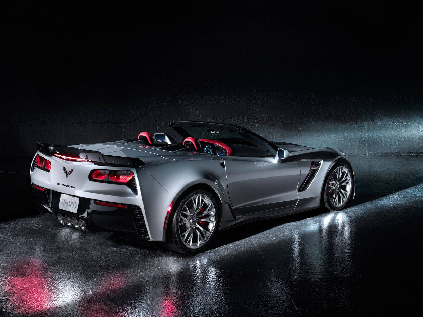 new 2015 corvette stingray z06 is bloody fast hits 60mph in seconds carscoops. Black Bedroom Furniture Sets. Home Design Ideas