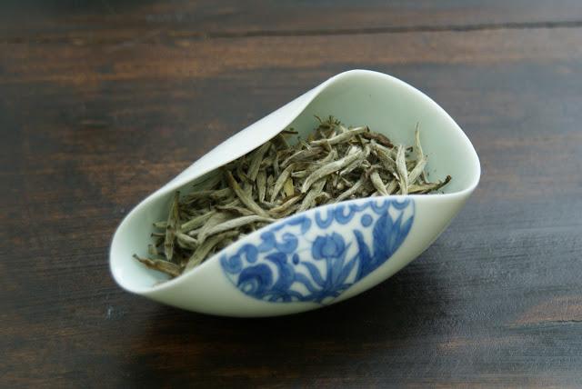 thé blanc en bourgeons