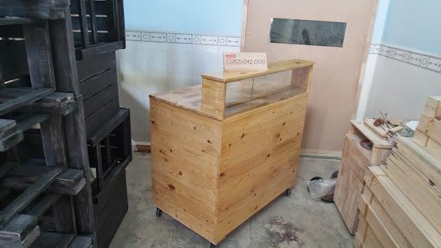 quầy bán hàng bằng gỗ thông