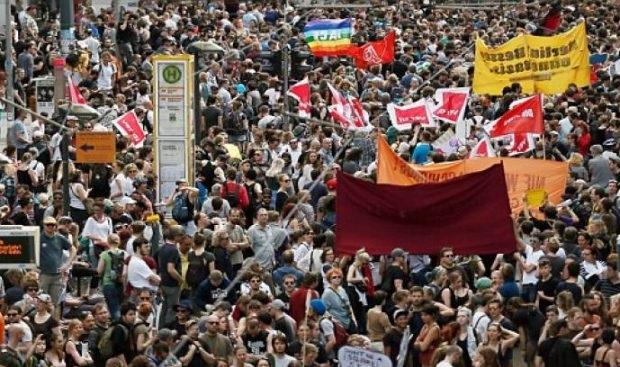 «Κανένας Ισλαμιστής σε γερμανικό έδαφος»- Μαζικός ξεσηκωμός Γερμανών κατά της Μέρκελ (φωτό & βίντεο)