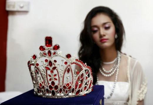 Ratu Cantik Enggan Pulangkan Mahkota