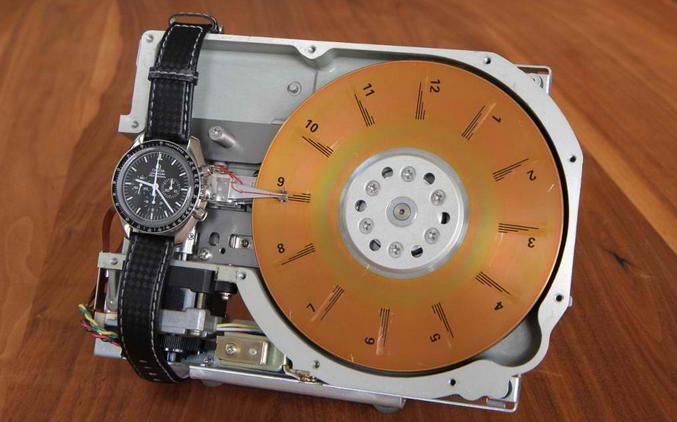 Электронные часы  из жестких дисков 29