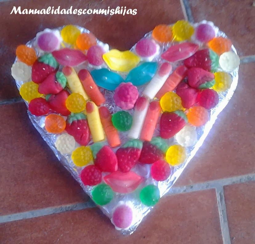 Manualidades con mis hijas tarta de gominolas con forma - Manualidades con gominolas ...
