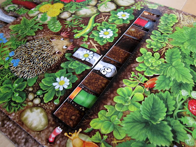 Da ist der Wurm drin - Part of the game board with one of the worms heads showing