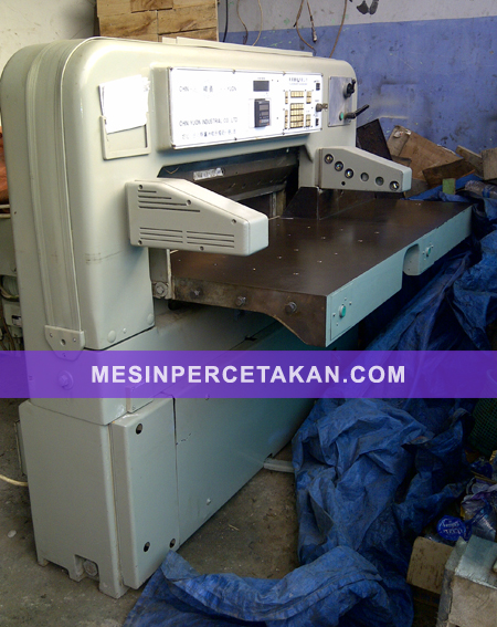 Polar 92 CE | Mesin potong kertas otomatis - Digital Display
