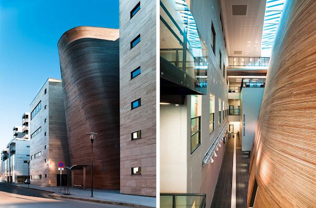 el edificio se caracteriza por un uso refinado de materiales destacando el vidrio el marmol travertino usado en el interior y la madera de alerce usada