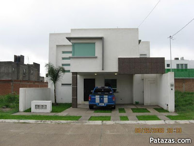 Nuevas y modernas cocheras para casa en el 2012 for Garajes quinchos