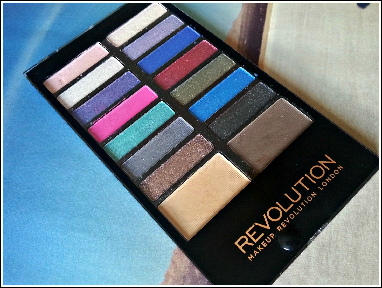 Makeup Revolution Make Believe Eyeshadow and Eyebrow Palette