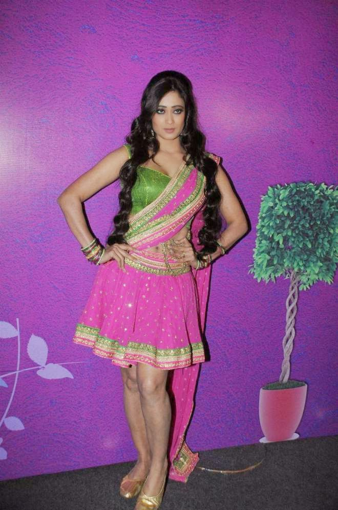 Shweta Tiwari Hot Milky Thigh Show Photo