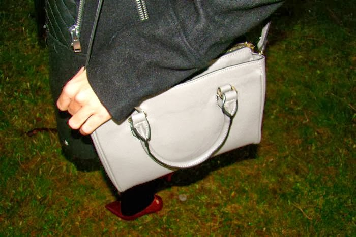 BOLSO GRIS, STILLETO BURDEOS