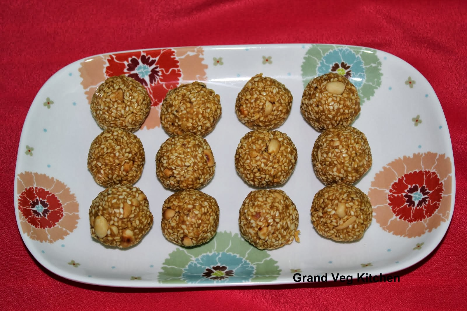 Til Shenga Laddu/Sesame Peanut Jaggery Sweet Balls