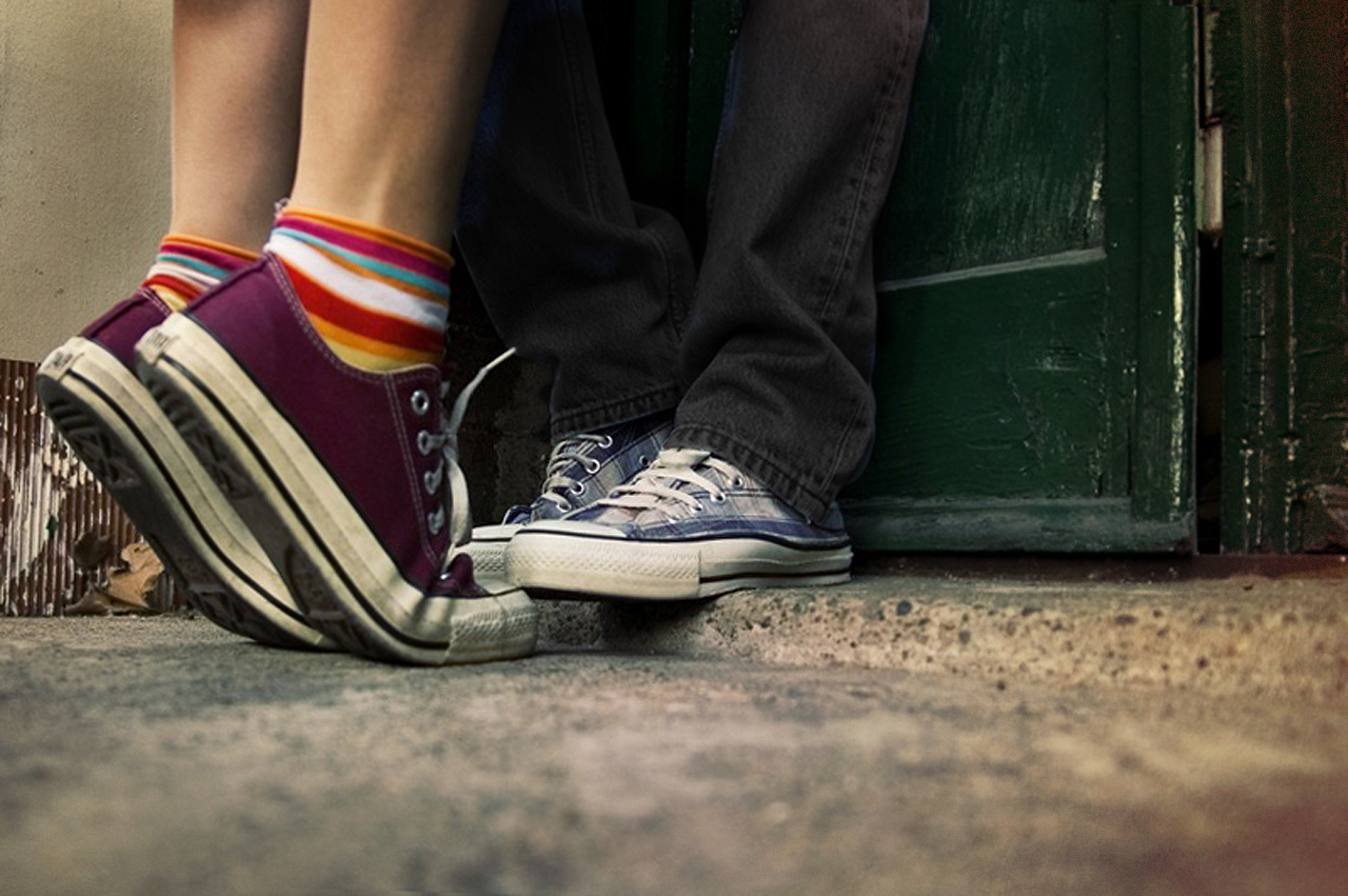 http://3.bp.blogspot.com/-UUUKcJNgZNc/UDm9b1-1c1I/AAAAAAAAA0c/8YEV9H0luws/s1600/loving-couple-wallpaper.jpg