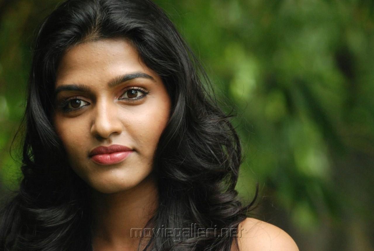 http://3.bp.blogspot.com/-UUdREncpCDM/TrJqX4_XxmI/AAAAAAAAFAA/k2Fu30H_nI8/s1600/tamil_actress_dhanshika_wallpapers_2188.jpg