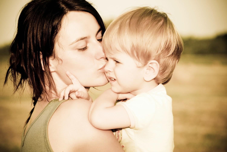 Que cada amanhecer seja pra você um convite pra sonhar, um apelo para viver e uma oportunidade para amar. Feliz dia das mães!