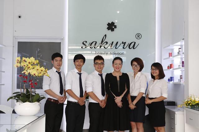 Đội ngũ nhân viên Marketing của công ty Mỹ Phẩm Hoa Anh Đào