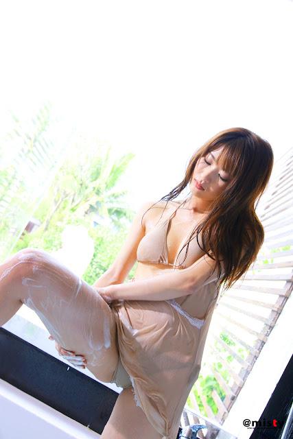Saki Yamaguchi - Thiếu nữ bên vòi hoa sen