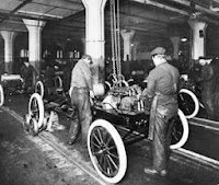 Ford assembly line, c. 1913 (Detroit Public Library, Item number EB01a026)