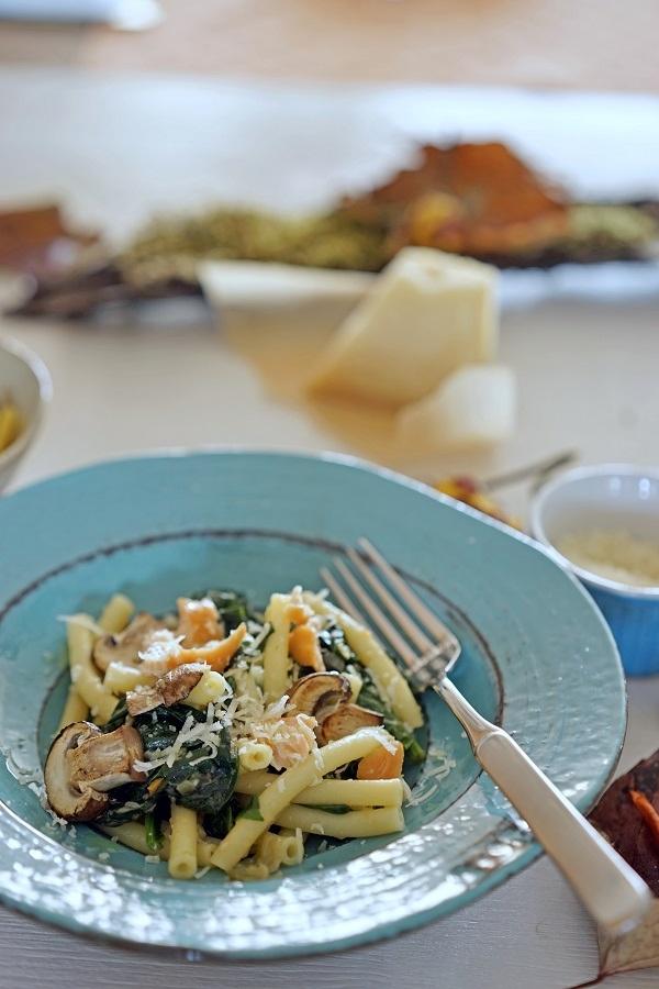 stuttgartcooking pasta mit spinat champignon stremel lachs und parmesan. Black Bedroom Furniture Sets. Home Design Ideas