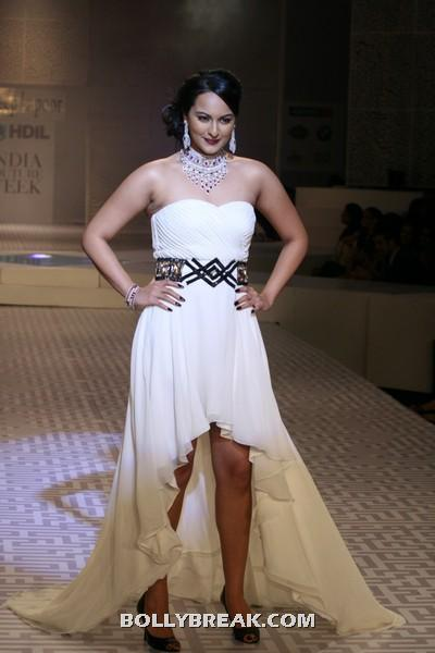 Sonakshi Sinha Thighs - (8) - Sonakshi Sinha Thighs , Legs Pics