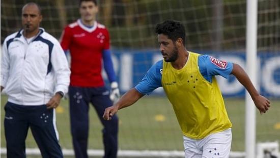 Léo pode ganhar nova chance entre os titulares do Cruzeiro