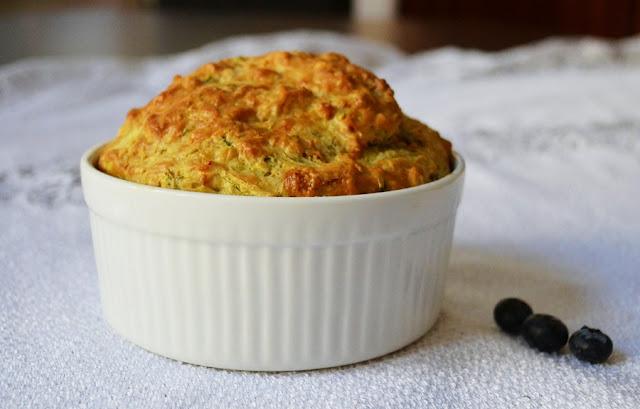 Muffin cukiniowy z borówkami