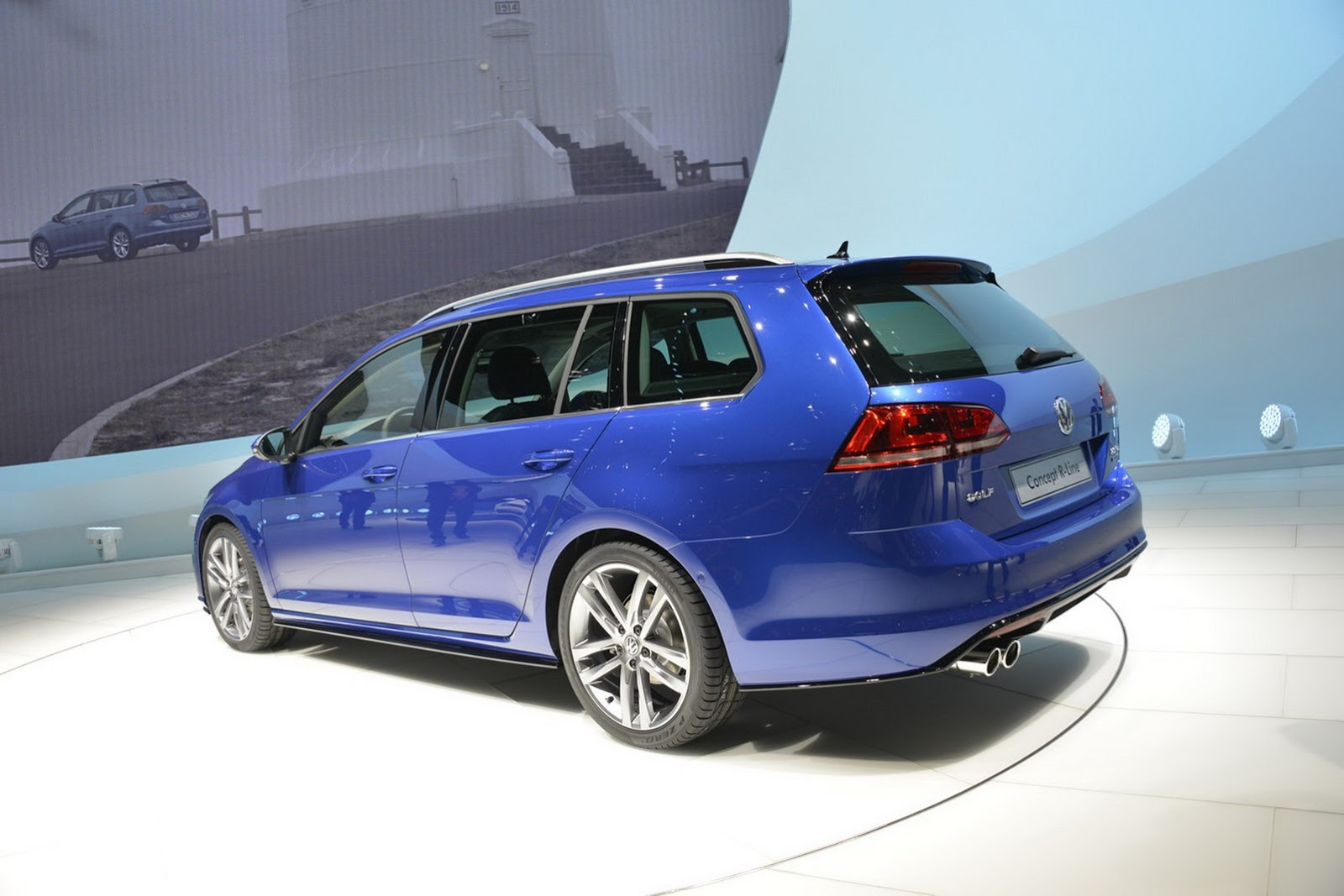 vw launches golf estate concept r line at the geneva motor show. Black Bedroom Furniture Sets. Home Design Ideas