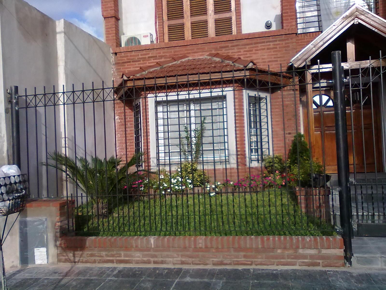 Herreria lomas rejas para frente de casa for Modelos fachadas para frente casa