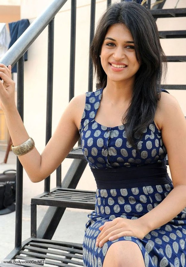 Shraddha sitting on stairs - (4) -  Shraddha Das Dark blue dress pics