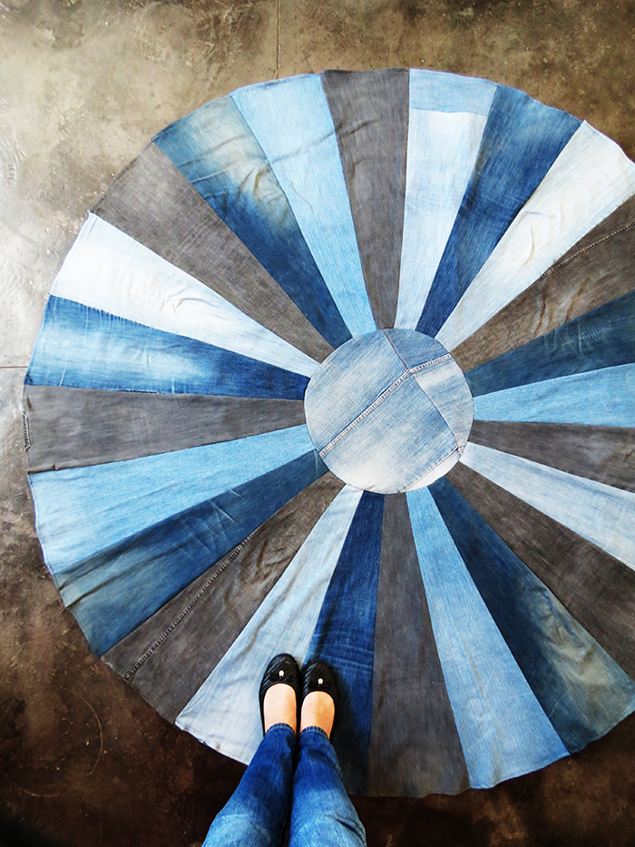 http://www.ohohblog.com/2015/09/diy-rug-with-old-denims.html