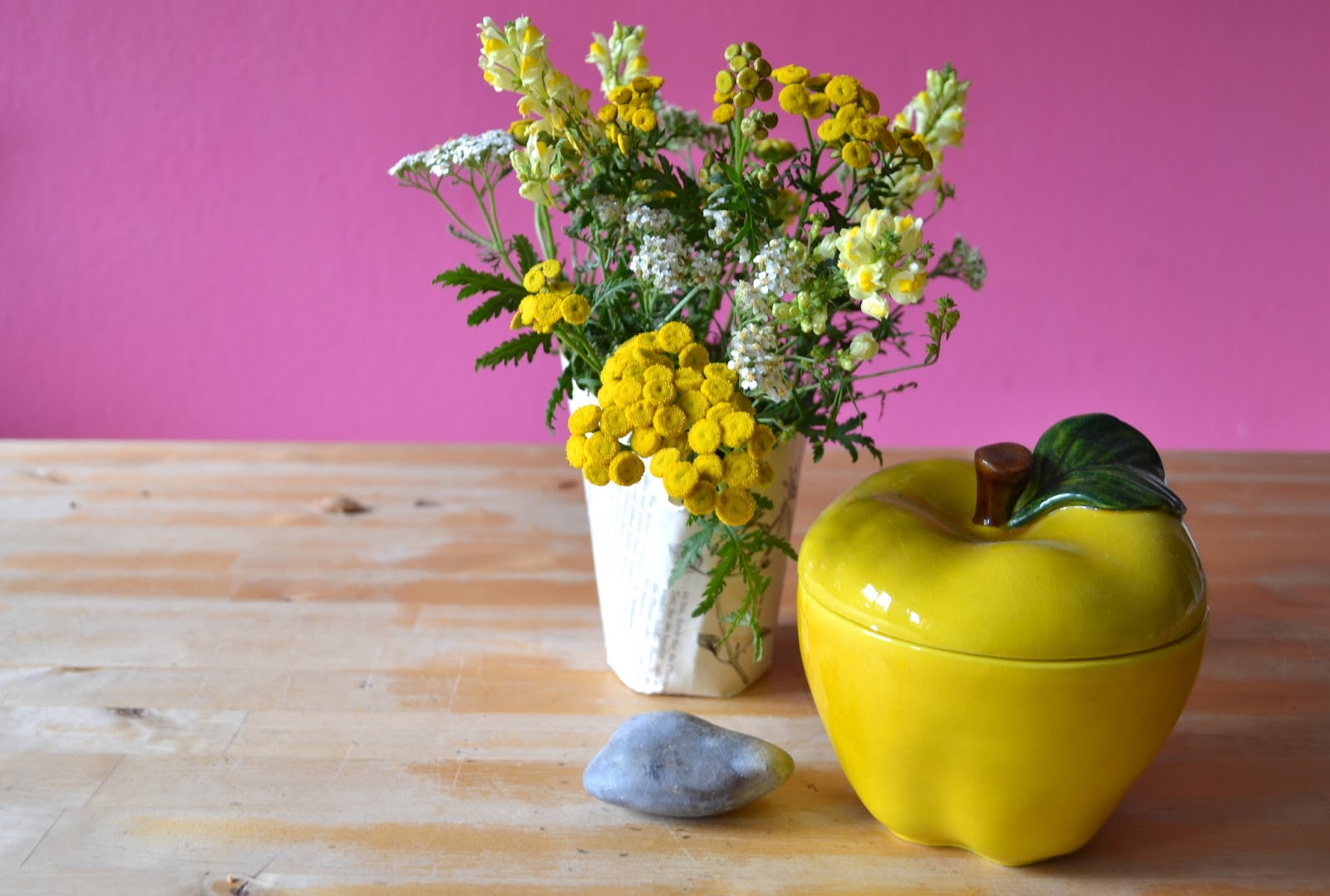gemachtes und gedachtes wiesenstrau mit zugabe friday flowerday. Black Bedroom Furniture Sets. Home Design Ideas