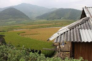 Là Lóng village in Tú Lệ town