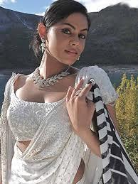 Karthika-Nair-Hot-Pics-2