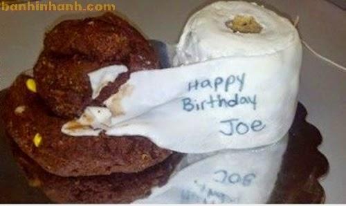 Những chiếc bánh sinh nhật hài VL, bãi cứt và giấy vệ sinh
