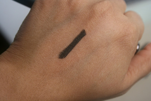 Burberry Beauty Effortless Kohl in Poppy Black Swatch