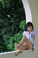 Anak SMU Pose Hot, Anunya Ditutupin