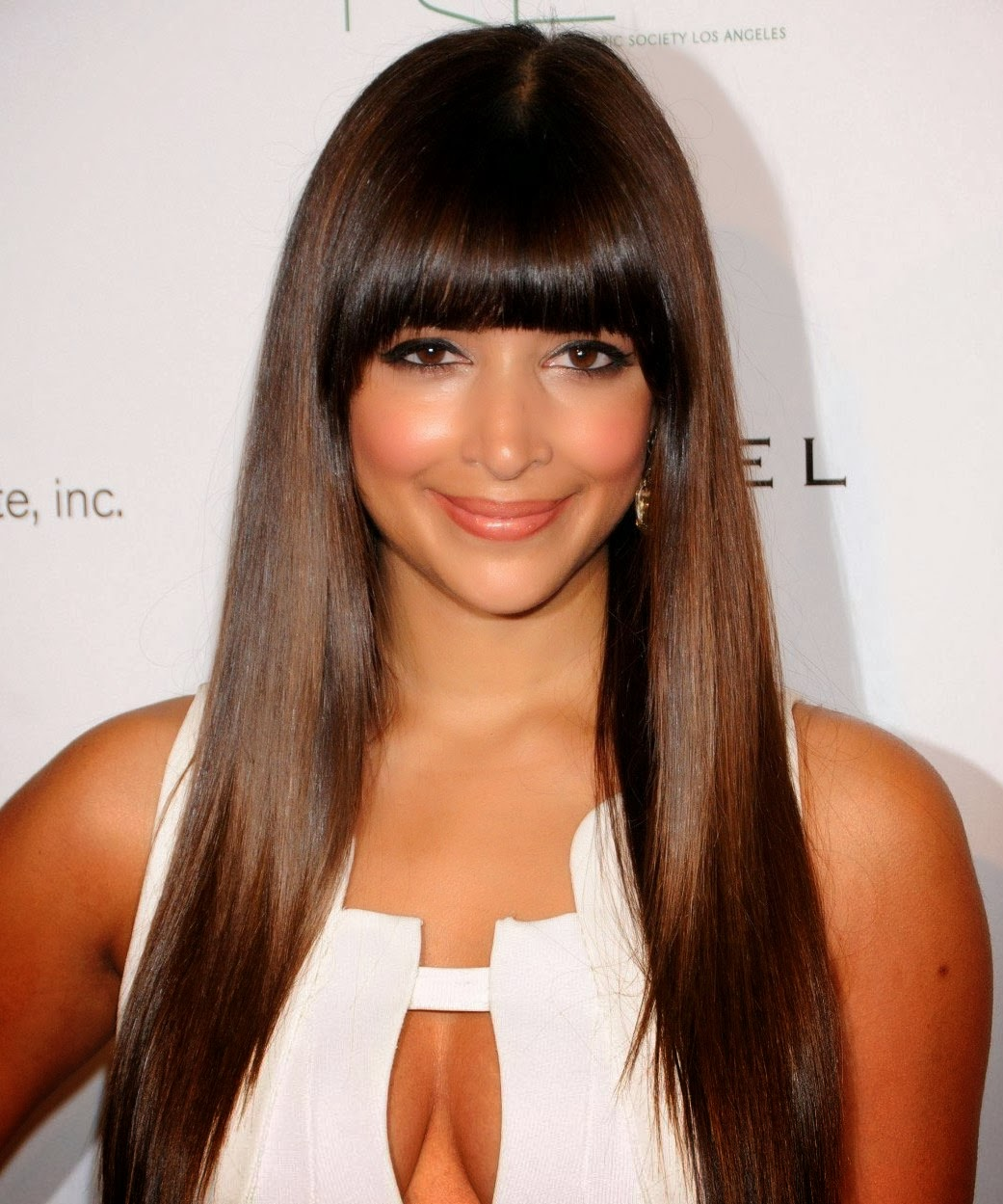 Hannah Simone Actress Hannah Simone Is A Canadian Television Hostess