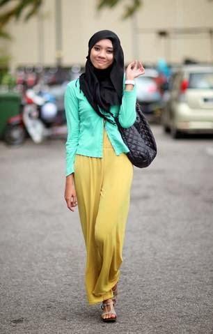 Kombinasi Jumpsuit dan Cardigan Ide Desain Baju Muslim Modis