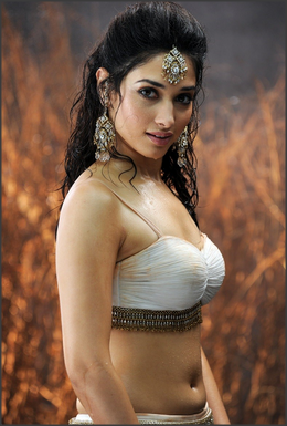 Tamannaah Bhatia - globelensa.blogspot.com