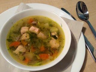 Lososová polévka inspirovaná ruskou uchou