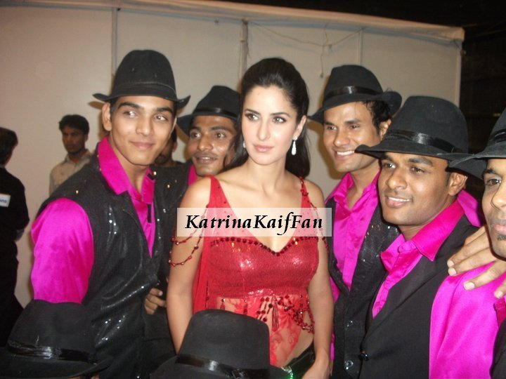 Katrina Kaif in red Top1 - Katrina Kaif in Red Hot Top with her Troupe