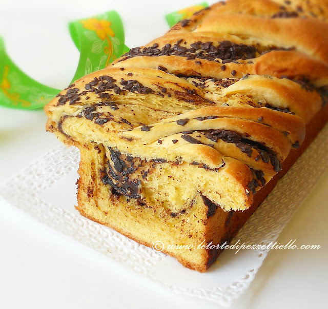 brioche a treccia con cioccolato