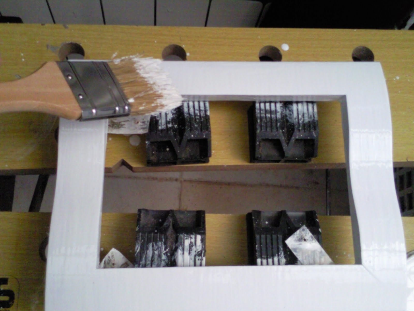 Pintar muebles en blanco dise os arquitect nicos for Pintar mueble lacado