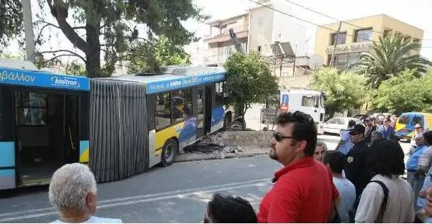 Φορτηγό προσέκρουσε σε λεωφορείο του ΟΑΣΑ – Έξι άτομα τραυματίστηκαν