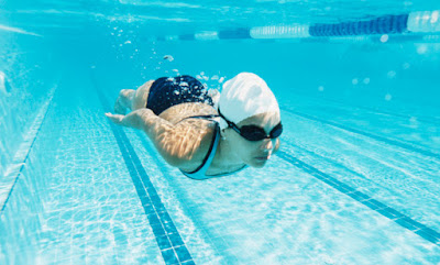 How Many Calories Are Burned Per Mile While Swimming?