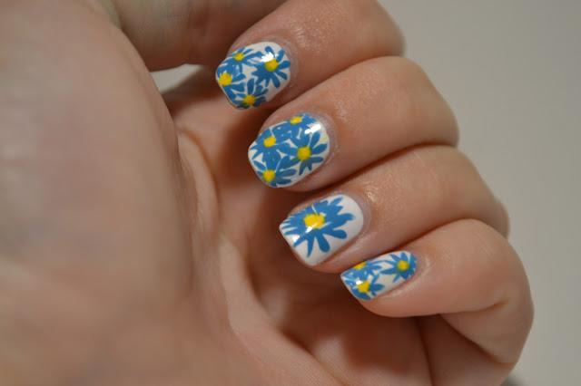 Gul och Blåa blom naglar av Elins Naglar