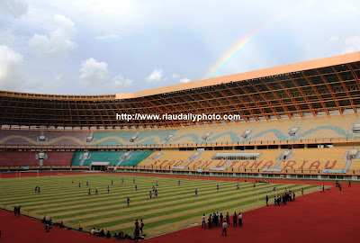 Lapangan dilihat dari Salah Satu Sudut Stadion