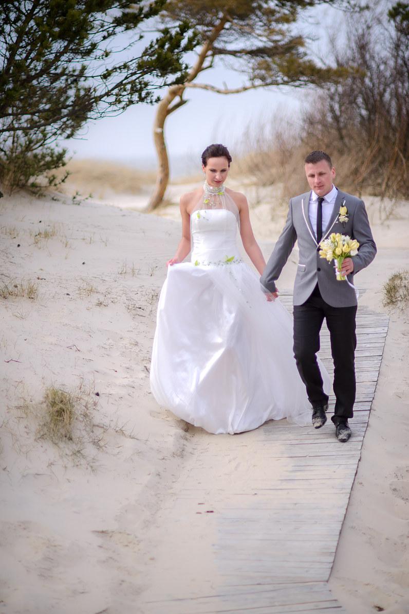 elegantiškos nuotraukos iš vestuvių prie jūros palangoje
